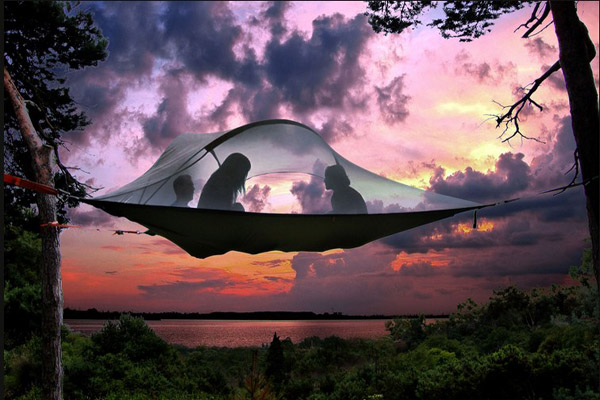 Barraca suspensa é uma nova maneira de acampar