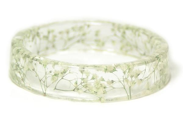 braceletes-feitos-com-plantas-e-flores-branco-blog-usenatureza