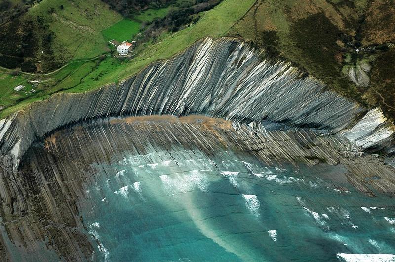 praia-na-espanha-em-construcao-ha-100-milhoes-de-anos-flysch-zumaia-blog-usenatureza