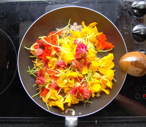 Flower omelette