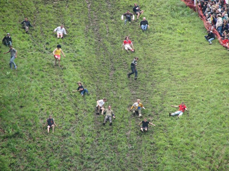 cooper-hill-cheese-rolling-12[6]