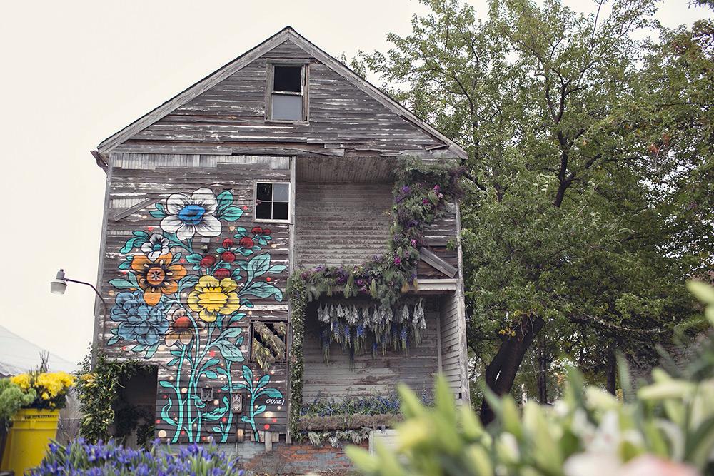 casa-abandonada-vira-exposição-de-arte