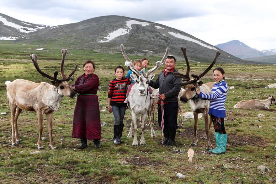 familia-tsaatan-mongolia-nomades