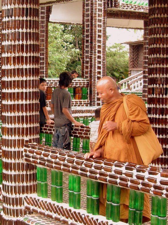 templo-budista-construido-com-15-milhao-de-garrafas-blog-usenatureza