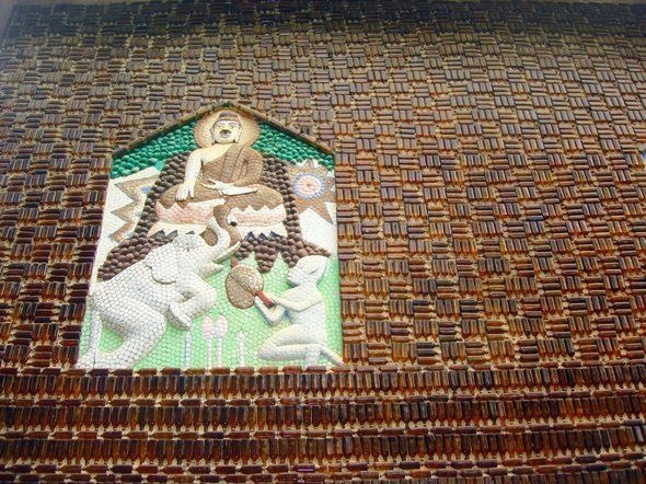 templo-budista-construido-com-15-milhao-de-garrafas-sisaket-blog-usenatureza