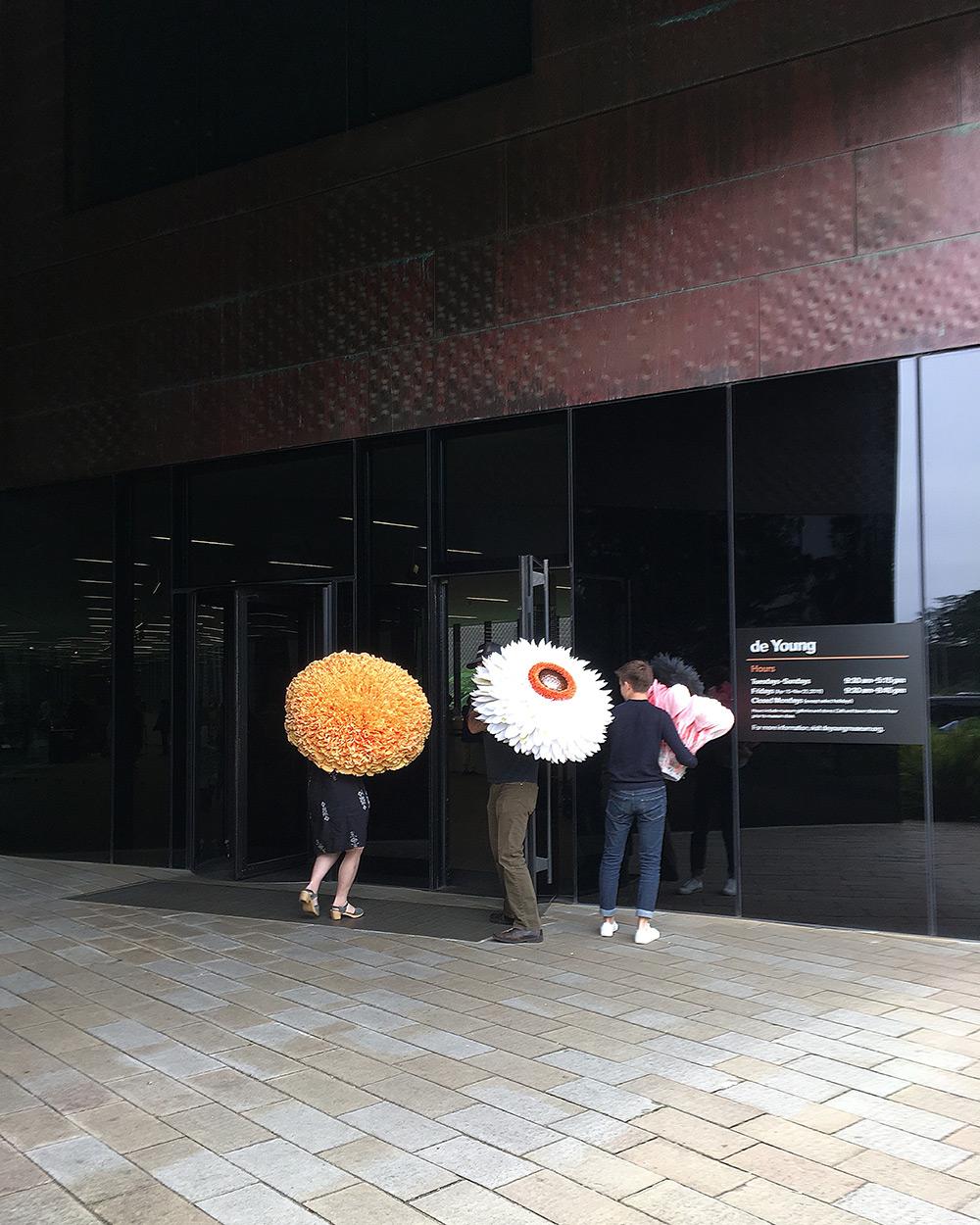 esculturas-gigantes-de-flores-e-400-horas-para-fazer-blog-usenatureza