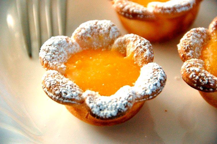 biscoitos-em-forma-de-flores-com-creme-de-limao-receita-blog-usenatureza