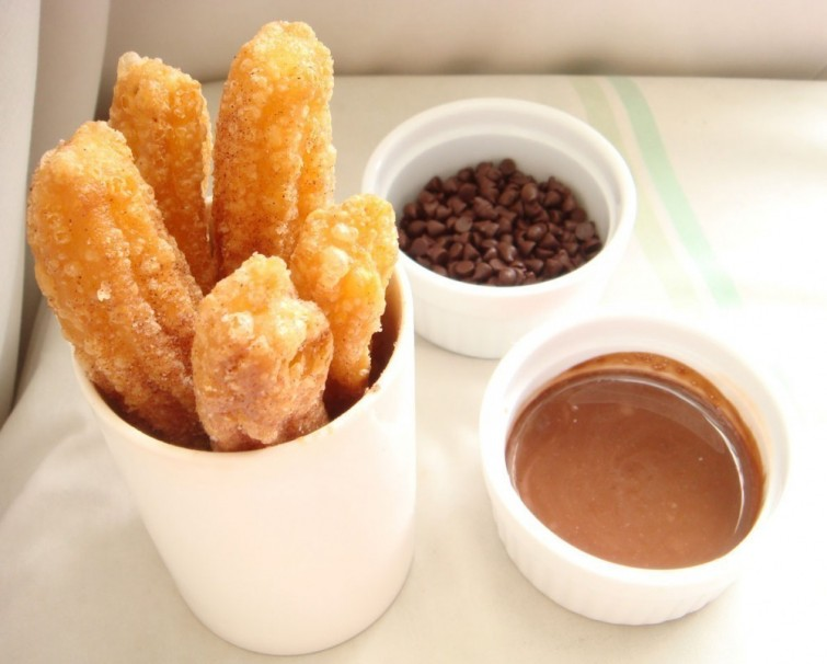 churros-caseiro-com-calda-de-chocolate-blog-usenatureza