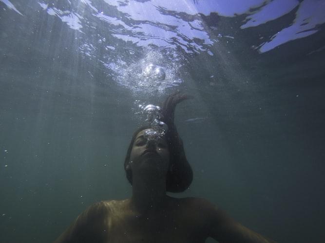 mindfulness agua meditacao subaquatica usenatureza